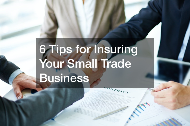 how does small business insurance work